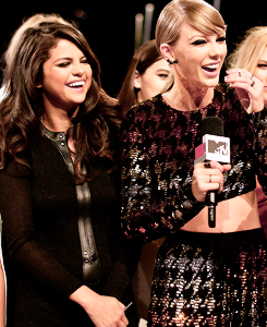 Taylor and Selena at VMAs