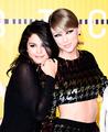 Taylor and Selena at VMAs - taylor-swift photo