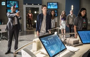 The Flash - Episode 2.01 - The Man Who Saved Central City - Promo Pic