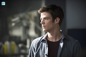 The Flash - Episode 2.01 - The Man Who Saved Central City - Promo Pics