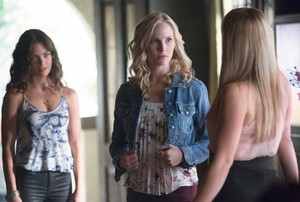 """The Vampire Diaries """"Day One of Twenty-Two Thousand, Give 또는 Take"""" (7x01) promotional picture"""