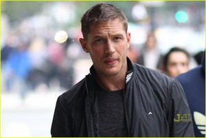 Whats the ジャケット brand Tom Hardy is wearing?