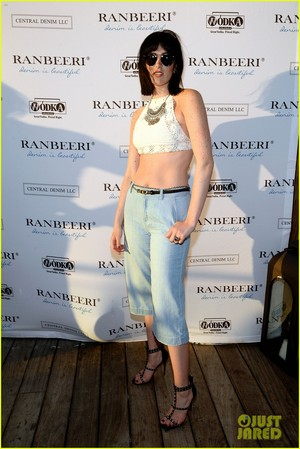 ali lohan gets support from family at ranbeeri denim launch party 04