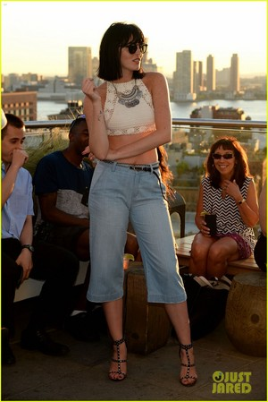 ali lohan gets support from family at ranbeeri denim launch party 08