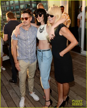 ali lohan gets support from family at ranbeeri denim launch party 09