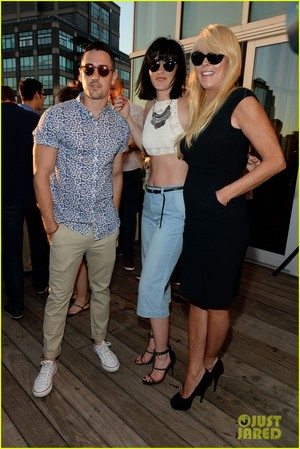 ali lohan gets support from family at ranbeeri denim launch party 11
