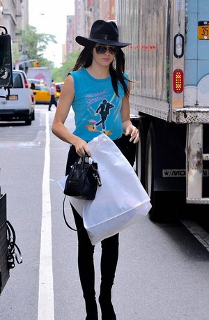 kendall jenner wearing Michael jackson camicia