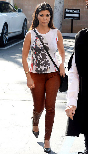 kourtney kardashian got her michael jackson juu on