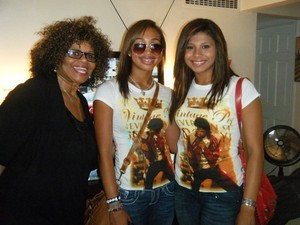 michael jackson's nieces cayla jackson and genevieve jackson got their michael jackson bahagian, atas on