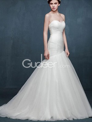 simple trumpet strapless sweetheart corset tulle wedding dress 1