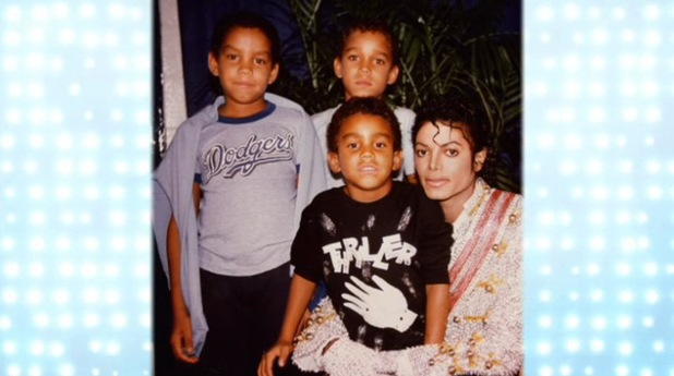 tito jackson's sons with their uncle michael jackson tj got his michael jackson baju on