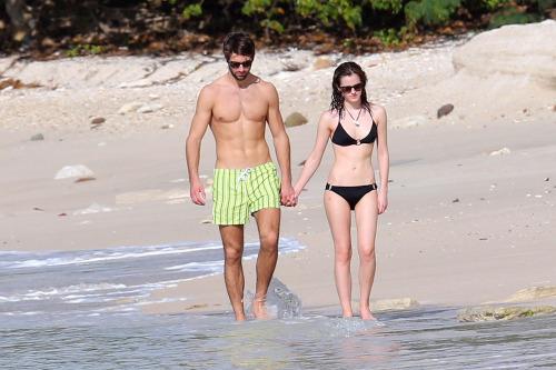 """sun Caribbean A Matt And Kissed Emma On Beach Janney cA54RLq3j"