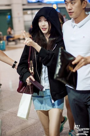 150907 IU at Incheon Airport back from ceci photoshoot in Hong Kong