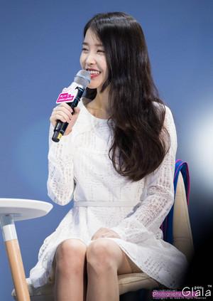 150908 IU at Samsung Play the Challenge Talk konsert