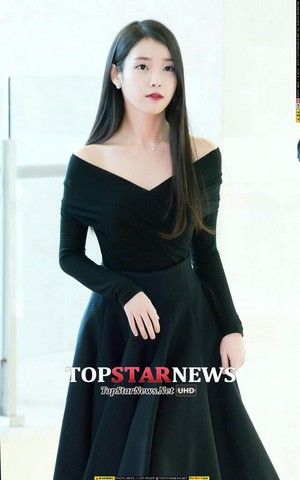151029 IU Arriving Korea beliebt Culture and Arts Awards