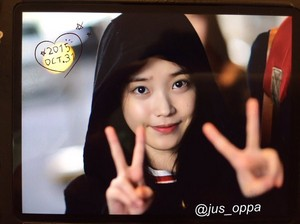 151031 iu at Gimpo Airport Heading to Japão