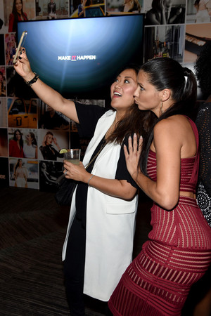Adriana Lima Maybelline New York Celebrates JMIdPhZTp81x