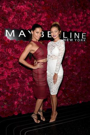 Adriana Lima Maybelline New York Celebrates NXEzyEFV45jx