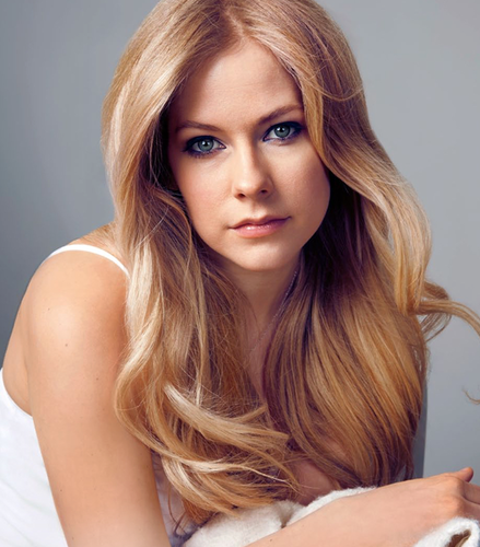 Avril Lavigne karatasi la kupamba ukuta with a portrait titled Avril Lavigne 2015 Photoshoot ♥