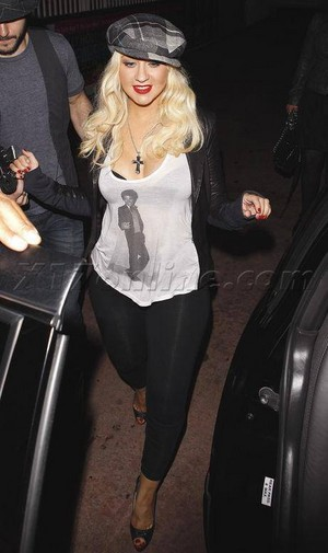 Christina Aguilera wears a hemd, shirt of michael jackson