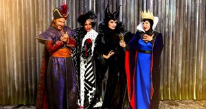Disney's Descendants' Jafar, Cruella De Vil, Maleficent and the Evil クイーン