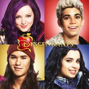 Disney's Descendants' Mal, Carlos De Vil, arrendajo, jay and Evie