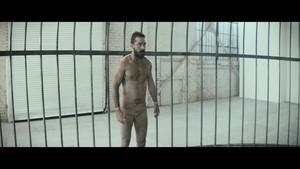 Elastic hati, tengah-tengah {Music Video}