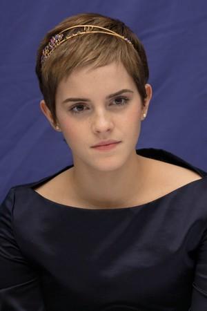 Emma at HP7 Press Conference