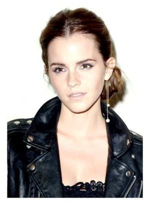 Emma at the Valentino دکھائیں in Paris