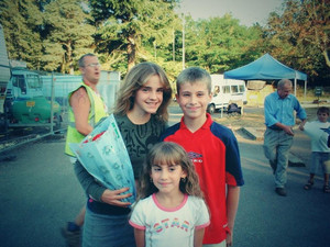 Emma with little fans 10 years hace