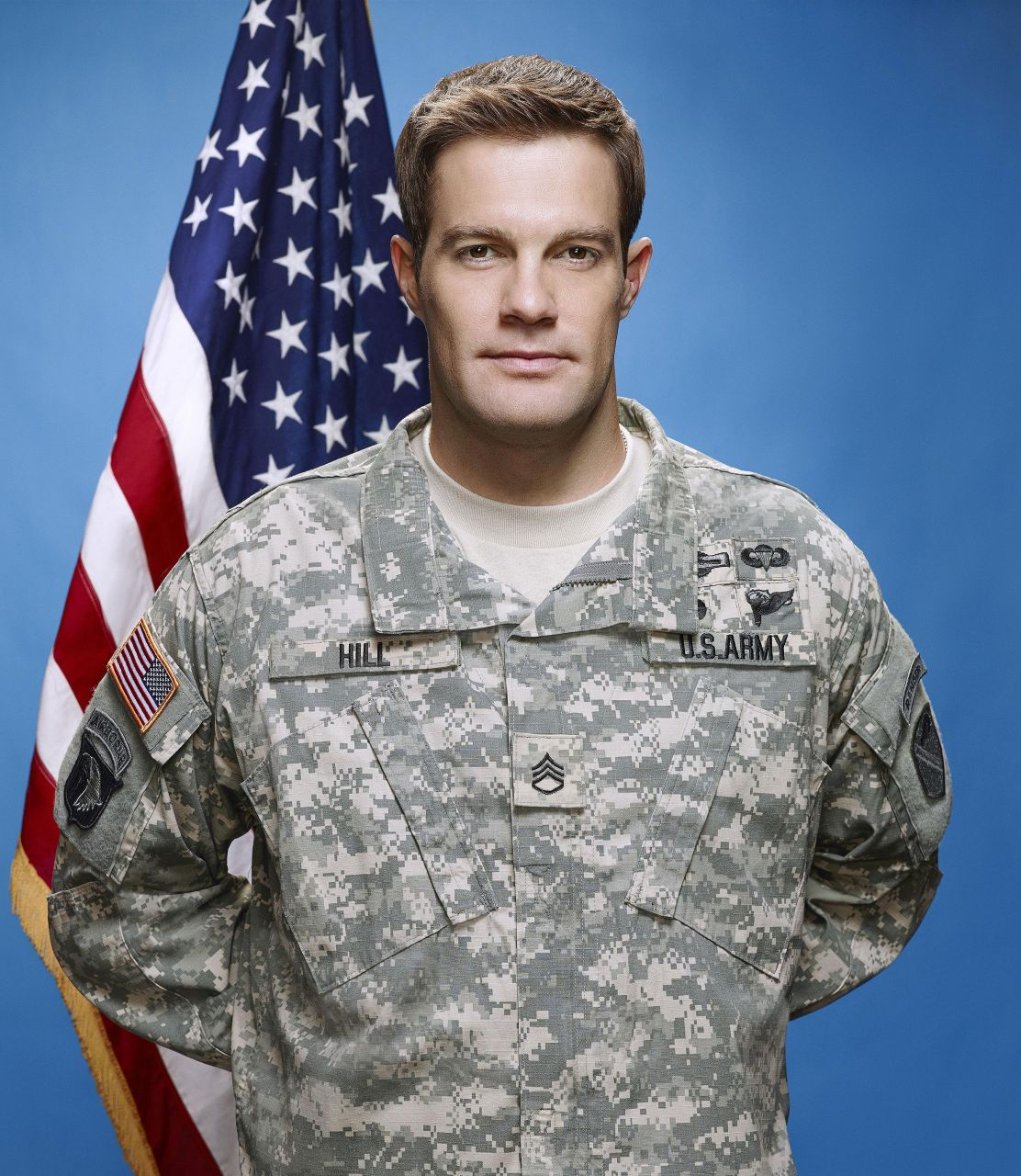 Geoff Stults as Sgt. Pete Hill - Enlisted Photo (38990931 ... Geoff Stults Enlisted