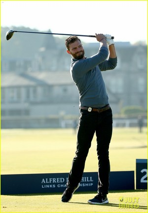 Jamie Dornan Scores an Eagle on the 18th Hole!