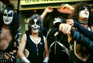 Kiss ~Hollywood, California...February 24, 1976 ~Graumans Chinese Theater