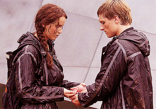 Peeta Mellark and Katniss Everdeen wallpaper called Katniss