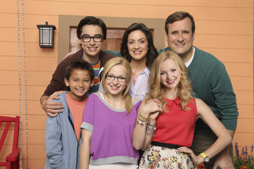 Liv and Maddie দেওয়ালপত্র probably with a শীর্ষ called Liv and Maddie
