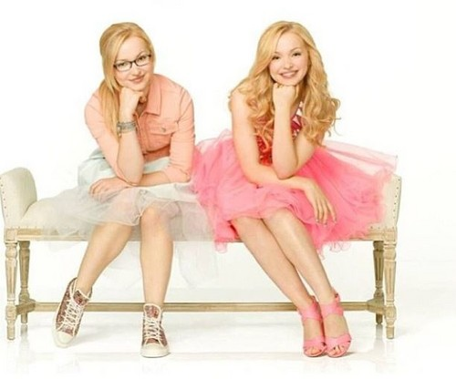 Liv and Maddie দেওয়ালপত্র called Liv and Maddie