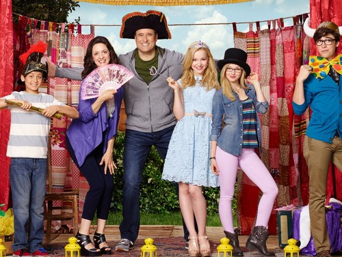 Liv and Maddie fond d'écran probably with a street, a sign, and a boater titled Liv and Maddie
