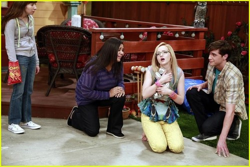 Liv and Maddie দেওয়ালপত্র possibly with a রাস্তা entitled Liv and Maddie