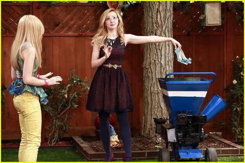 Liv and Maddie দেওয়ালপত্র titled Liv and Maddie