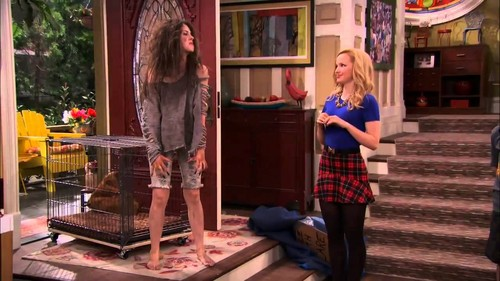 Liv and Maddie দেওয়ালপত্র possibly containing a রাস্তা and a শিরছেদনার্থ যন্ত্রবিশেষ, guillotine called Liv and Maddie