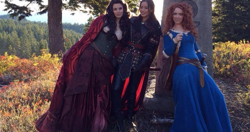 Once Upon A Time fond d'écran probably containing a surcoat, surcot titled Merida, Red and Mulan