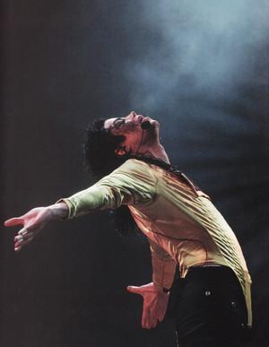 Michael Jackson - HQ Scan - Dangerous Tour