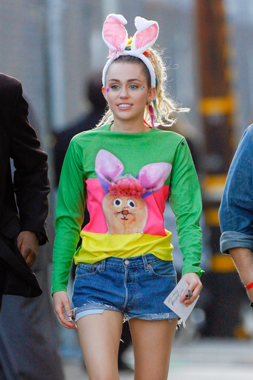 Miley Cyrus I'm Sorry for Photos