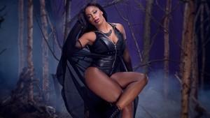 Naomi Honors the Deadman