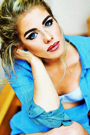 foto to Painting Emily Bett Rickards