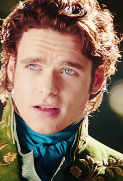 Richard Madden in cenicienta