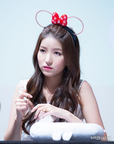 GFriend wallpaper containing a portrait entitled SOWON