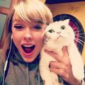 Taylor and Meredith  - taylor-swift photo
