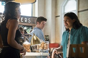 The Flash - Episode 2.05 - The Darkness and the Light - Promo Pics