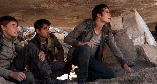 The Maze Runner Hintergrund possibly containing a green beret, a glory hole, and an alpinist called The Scorch Trials